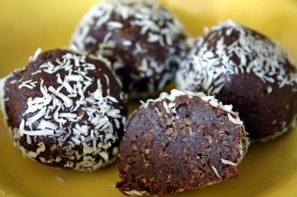 Paleo Gluten-Free Date Chocolate Balls